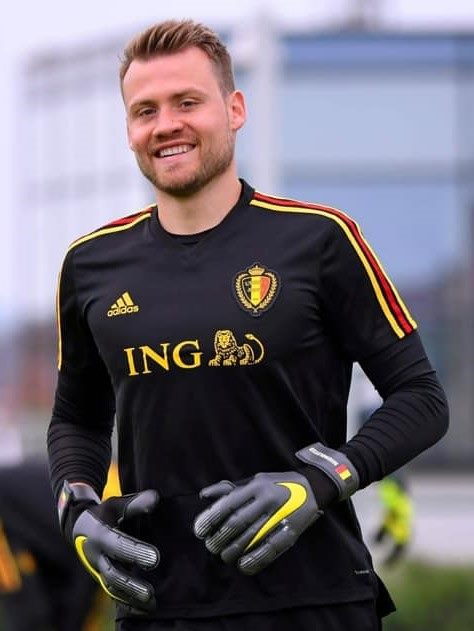 Welcome back to Belgium Simon Mignolet